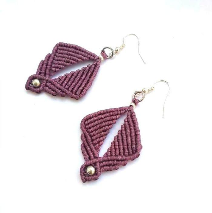 mauve rhombus macrame earrings