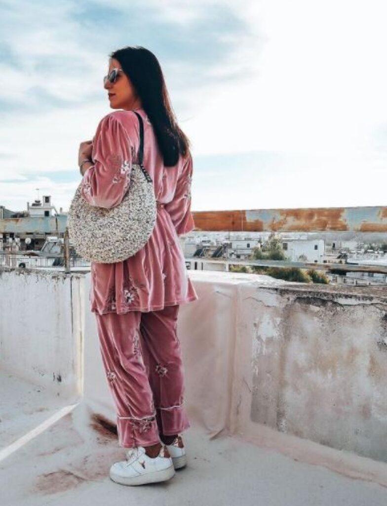 Ioanna Pilichou holding SEN handmade round knitted bag