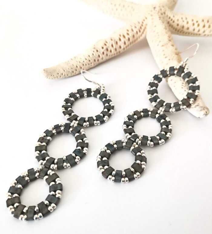 Circles long earrings in gray and silver